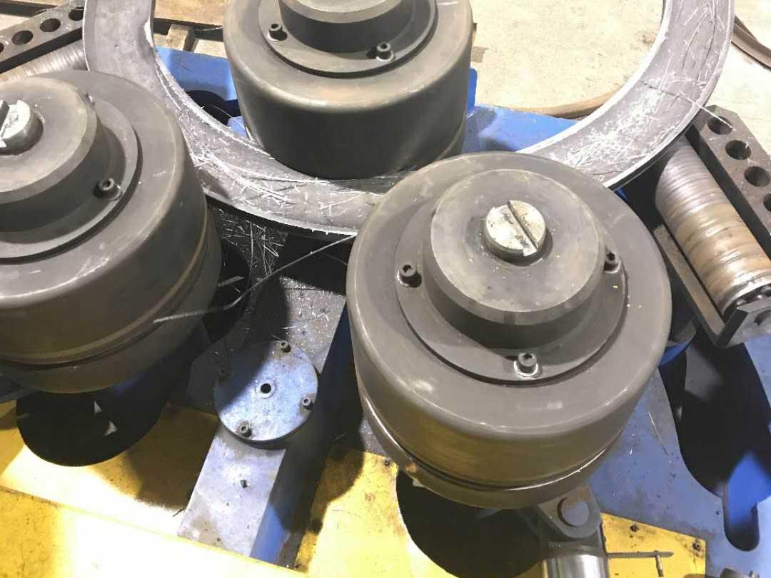 Flange bending machine